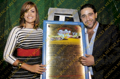FOTOS- Luz Elena & Ricardo Guerra develan placa del Mago de Oz  Watermark