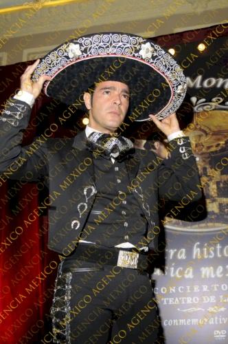 Pablo montero presentacion dvd nuestra historia en la for Sanborns azulejos eventos