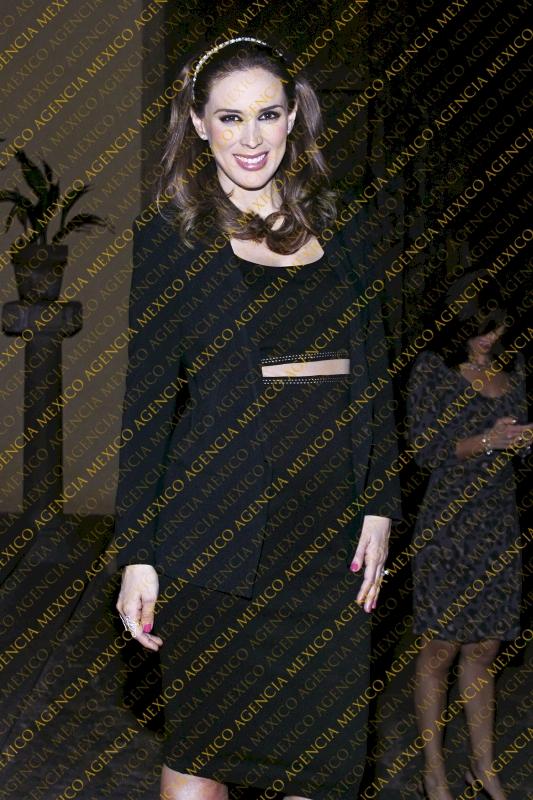 ჟაკლინ ბრაკამონტესი //Jacqueline Bracamontes #32 - Page 2 Watermark2